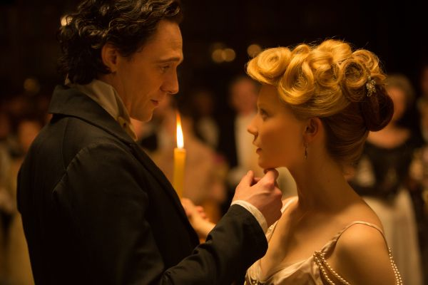 Crimson Peak: 2 clip backstage sui personaggi e la storia con Guillermo del Toro e Tom Hiddleston
