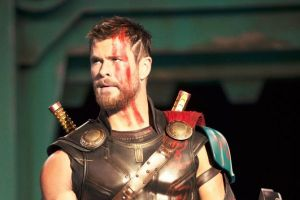 Thor Ragnarok con Chris Hemsworth: motion poster del cinecomics