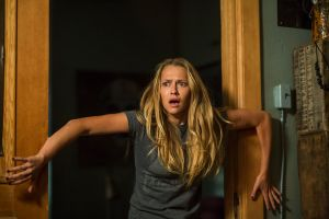 Lights Out - Terrore nel buio: seconda clip in italiano del film horror prodotto da James Wan