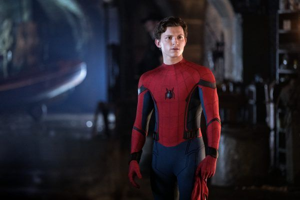 Spider-Man far from home final poster italiano con Tom Holland e Jake Gyllenhaal