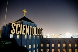 Going Clear scientology and the prison of belief: trailer italiano e locandina documentario di Alex Gibney