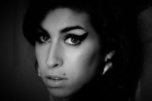 Amy documentario su Amy Winehouse presentato al Festival Cannes 2015: nuovo trailer e poster