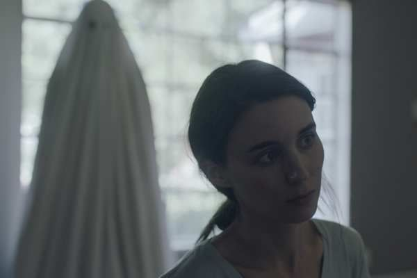 Storia di un fantasma con Casey Affleck e Rooney Mara in home video: tutti gli extra in DVD e Blu-Ray