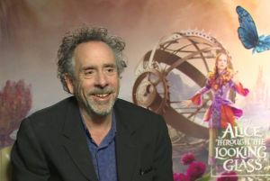 Alice attraverso lo specchio film Disney al cinema: video intervista al produttore Tim Burton