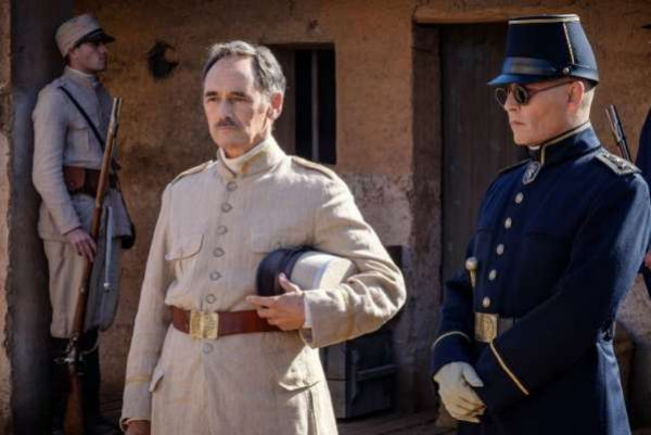 Waiting for the barbarians, recensione del film con Mark Rylance, Johnny Depp, Robert Pattinson