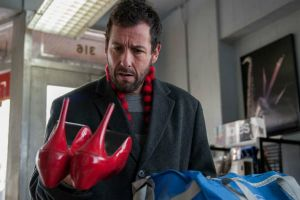 Mr Cobbler e la bottega magica al cinema: 2 clip in italiano con Adam Sandler, commedia di Tom McCarthy