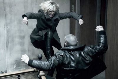 Atomica bionda con Charlize Theron al cinema: nuova clip action in italiano